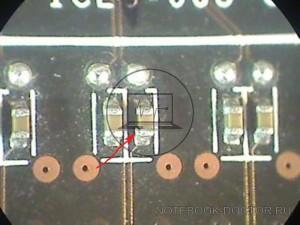 MSI N580GTX Twin Frozr II OC расколотый конденсатор на шине PCI-E. Небольшое увеличение под микроскопом.